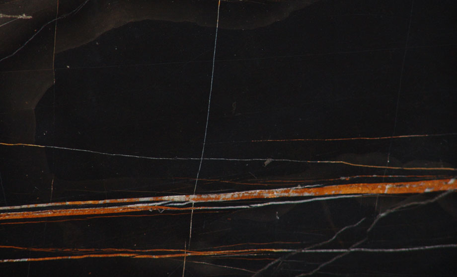 sara-noir-marmo